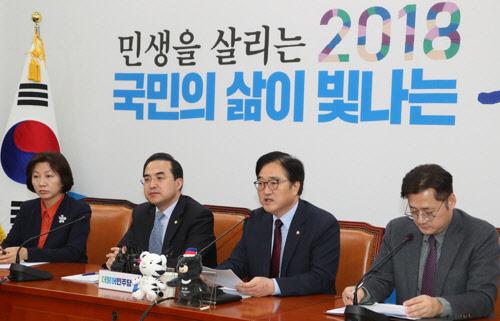 최저임금·헌법개정 후속대책 내놓는 민주당… 대야 `강공 드라이브`